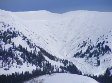 Close-up of left side of the large avalanche