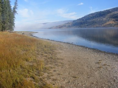 The shore of Lower Green River Lake
