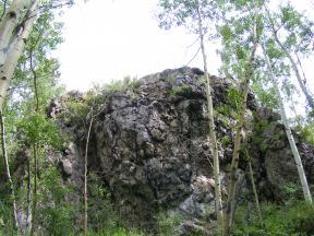 Rocky outcropping on the Notch Trail