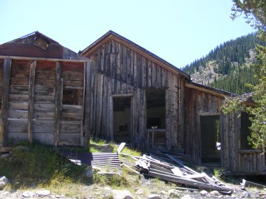 What might have been an old boarding house or offices adjacent to the upper wheelhouse in Pomeroy Gulch