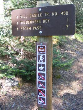 Signage for the Mill-Castle Trail No. 450