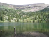 Boulder Lake, sitting in its basin amid the uplifted sedimentary strata of Fossil Ridge