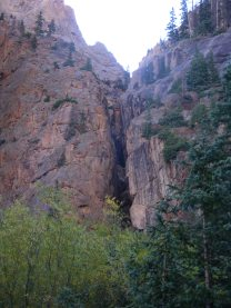 Cleft in the rock, above Cataract Gulch